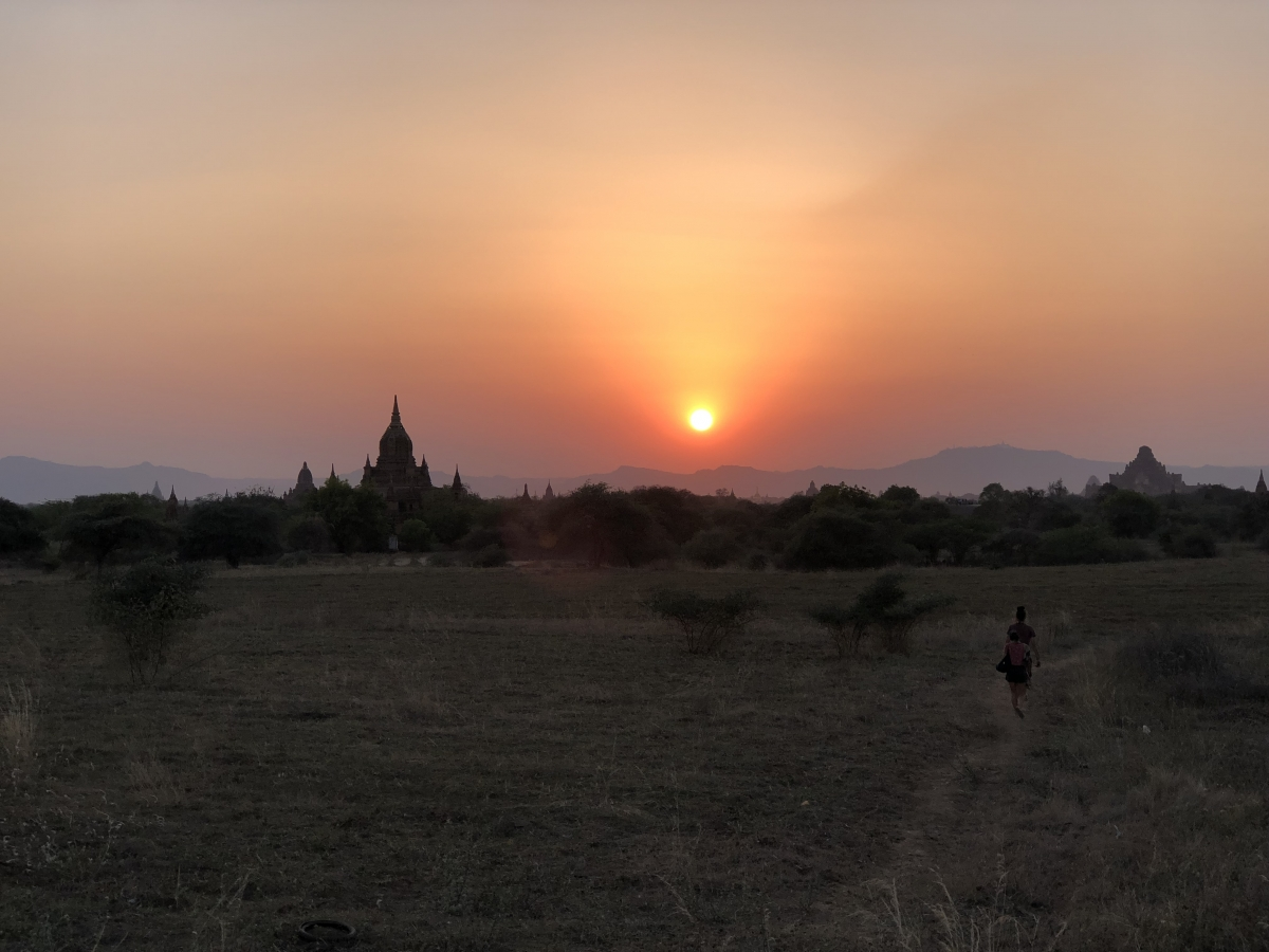 10-myanmar_sunset_old_bagan.jpg