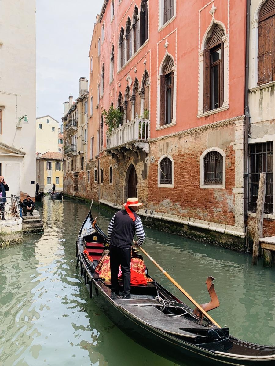 6-the_beautiful_canals_of_venezia_italia_and_a_gondolero_on_the_gondola.jpg