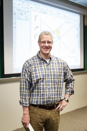 Economics professor awarded grant for socioeconomic study of Atlantic menhaden